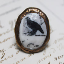 Black bird cameo ring