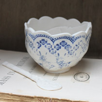 Blue and white lace sugar bowl & spoon