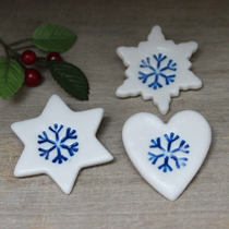 Snowflake mini brooch