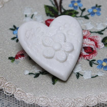 Daisy lace heart brooch