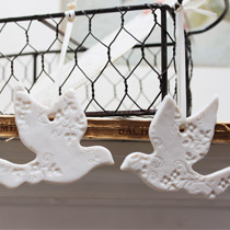 Kissing dove decorations