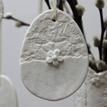 Large lace and daisy egg decoration