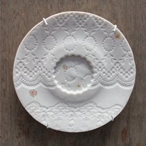 Ditsy rose scalloped round saucer