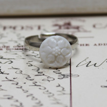Round white flower button ring