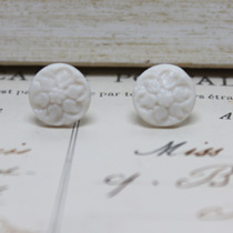 Round white flower button stud earrings