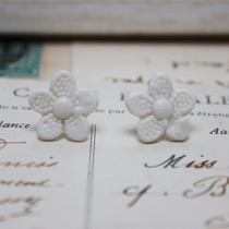 Daisy button stud earrings