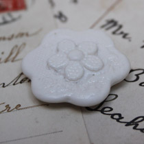 Small lace flower magnet